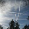Flygutsläpp och grå  himmel. Priset för effektiva radar- och telekommunikationer?